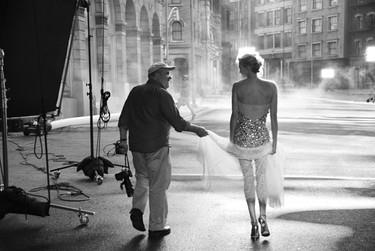 Charlize Theron vuelve por Navidad como el turrón de la mano de Peter Lindbergh para Dior