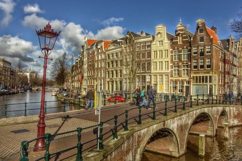 Once datos curiosos sobre los canales de Amsterdam que quizás no conozcas