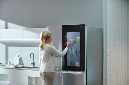 Llega a España el frigorífico LG InstaView Door in Door: con puerta transparente, desinfección UV y conectado con tu móvil