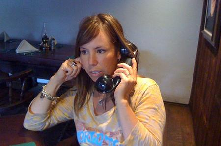 Cinco tareas domésticas que puedes hacer mientras hablas por teléfono
