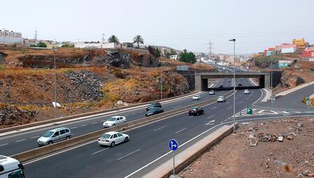 ¡Varapalo a la DGT! Coches y motos podrán seguir rebasando el límite en 20 km/h para adelantar