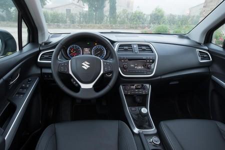 Suzuki SX4 S-Cross 2013, interior