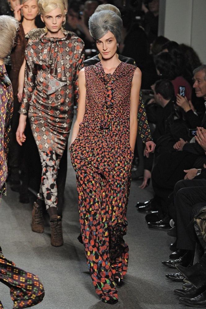 Foto de Jean Paul Gaultier Otoño-Invierno 2011/2012 en la Semana de la Moda de París: el lado sexy del estilo ladylike (6/27)