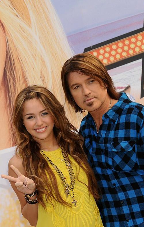 Foto de Miley Cyrus presenta la película de 'Hannah Montana' en Madrid (19/24)