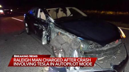 Tesla Crash Policia