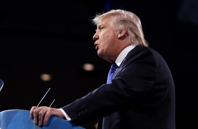 Donald Trump promete a Tim Cook que los iPhone armados en China no tendrán aranceles en Estados Unidos