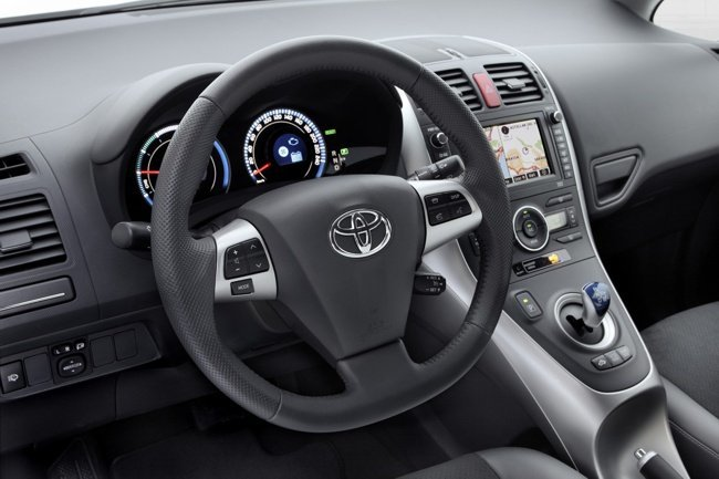 Toyota-Auris-HSD-puesto-conduc