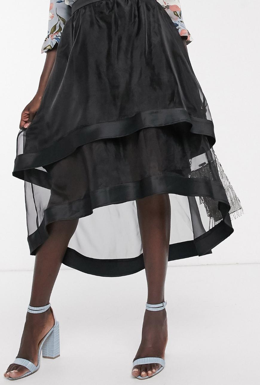 Falda midi asimétrica de organza en negro de Chi Chi London