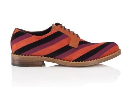 Jimmy Choo se ha propuesto darle un twist al calzado masculino añadiendo un poco de color a la vida