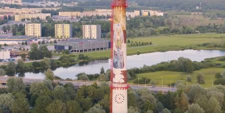 Aunque no lo crean, este increíble mural ubicado en una chimenea de 90 metros de altura fue creado por un robot