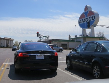 Los valores de Tesla Motors caen al ritmo del precio del petróleo