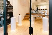 El nuevo Yotaphone 2 se estrena por todo lo alto, con tienda incluida. La imagen de la semana