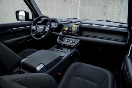 Land Rover Defender V8 Interior05
