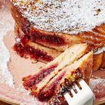 Cómo hacer pan francés relleno de mermelada. Receta fácil para el desayuno o postre