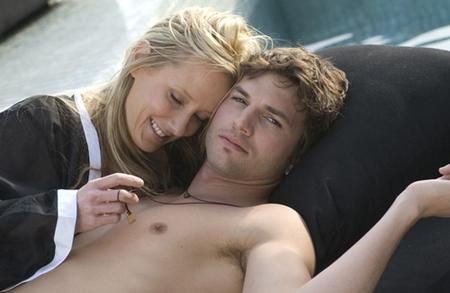 Ashton Kutcher sin camisa