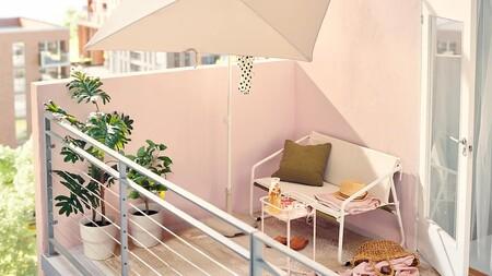 Las mejores tumbonas y sombrillas para decorar una terraza pequeña y disfrutar del verano en la ciudad