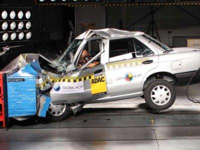 Se escapa el mayor traficante de México, quieren privatizar la salud y nosotros, unos 'raros', preocupados por la seguridad en los autos