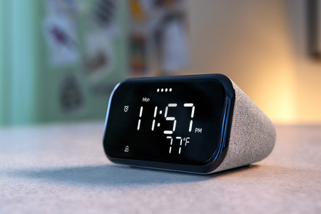 El Lenovo Smart Clock es un nuevo reloj inteligente con Google Assistant que parece un despertador normal