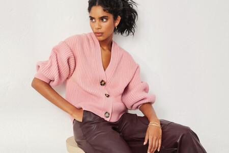 Esta temporada el armario se viste tras un filtro de color rosa pastel. Nueve jerséis low-cost que nos ayudarán a lograrlo