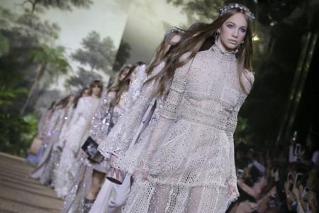 El cuento de hadas de Elie Saab en su desfile de Alta Costura Primavera-Verano 2016