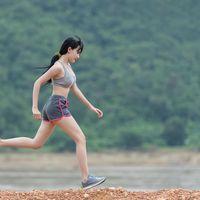 El descenso excesivo de la pelvis mientras corres está asociado a tus lesiones como runner