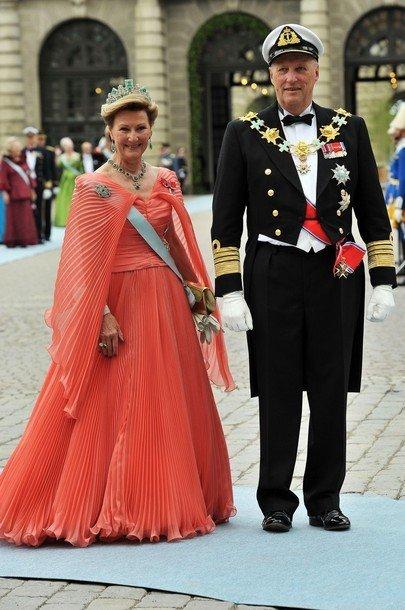 Boda de la Princesa Victoria de Suecia, ceremonia: Reina Sonja