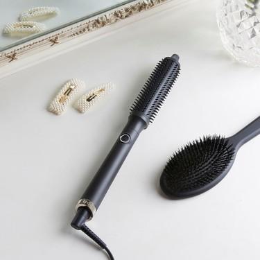 Nuevo objeto de deseo beauty a la vista: ghd laza RISE, su primer cepillo eléctrico redondo con el que dar volumen a nuestro pelo