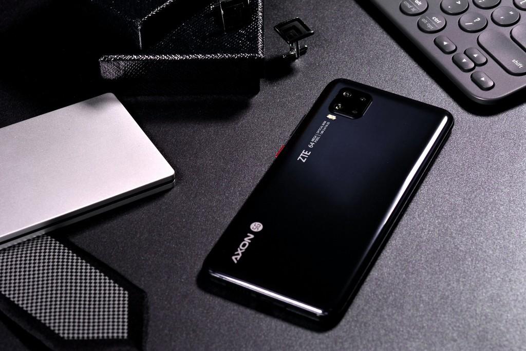 ZTE Axon 11 5G: pantalla curvada y 4 cámaras en un grado calceta que expande el 5G a precios mas asequibles