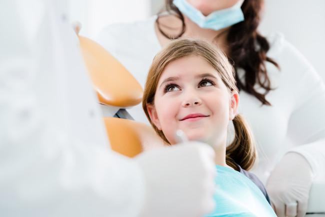 Cinco consejos para cuidar los dientes de los niños con brackets