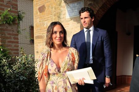 Tamara Falcó luce el look de invitada perfecto con un vestido  de flores ideal