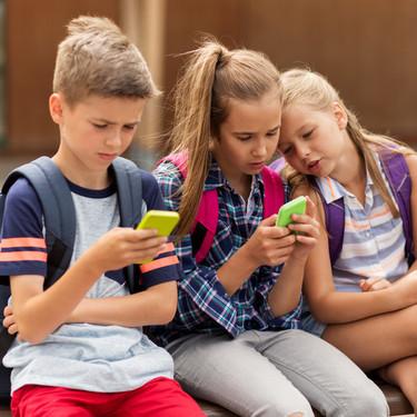 Italia se propone controlar por ley la adicción de los adolescentes al teléfono móvil