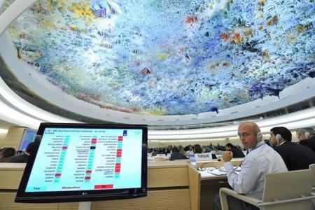 Julian Assange se dirige a la sede de la ONU en Ginebra
