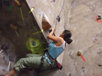 La escalada en rocódromo: deporte completo