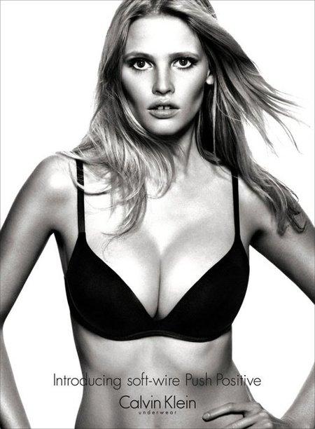 Lara Stone, una top model de curvas muy peligrosas