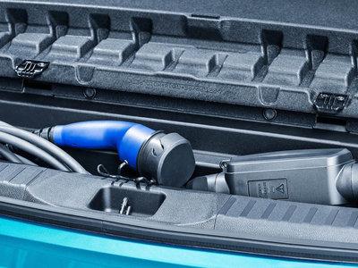 Según un estudio el coche eléctrico da menos revisiones a los talleres, pero más complicadas y ¿más caras?
