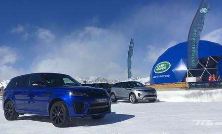Así es el curso de conducción segura de Jaguar Land Rover: bailando en la nieve para mejorar en el manejo del coche