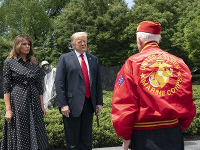 Aprovéchate de las rebajas de Mango para hacerte con un vestido de lunares parecido al de Melania Trump