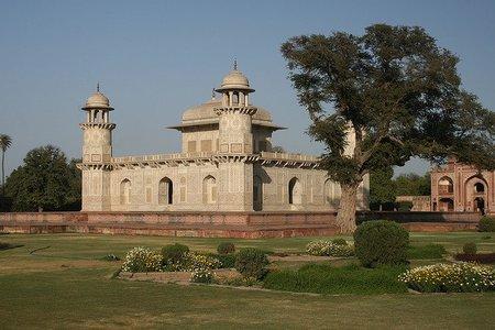 "Agra: El mausoleo Itimad-ud-Daulah o ""Pequeño Taj"""