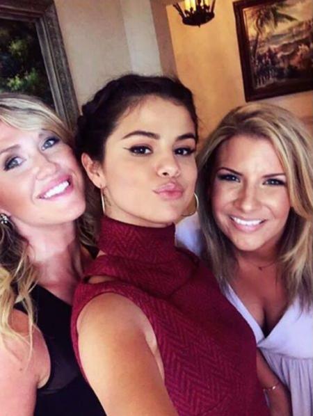 Selena Gomez acierta de lleno con su modelito de boda primaveral este fin de semana