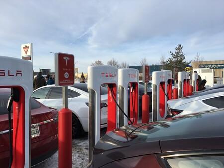 Tesla Cargadores Tesla Cargando