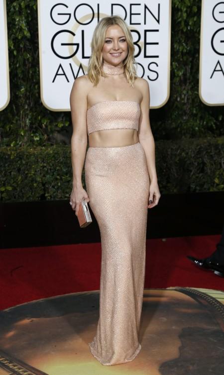 385d64be9b Kate Hudson muestra sus abdominales al mundo en los Globos de Oro 2016