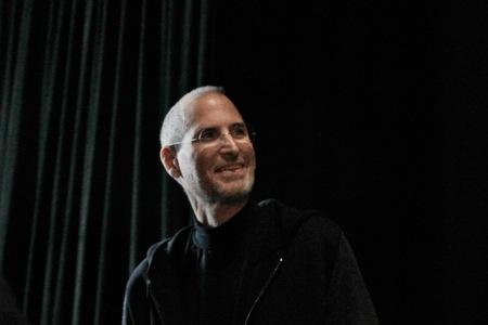 Y ahora, la otra: Aaron Sorkin finaliza y envía el guión de su película sobre Steve Jobs