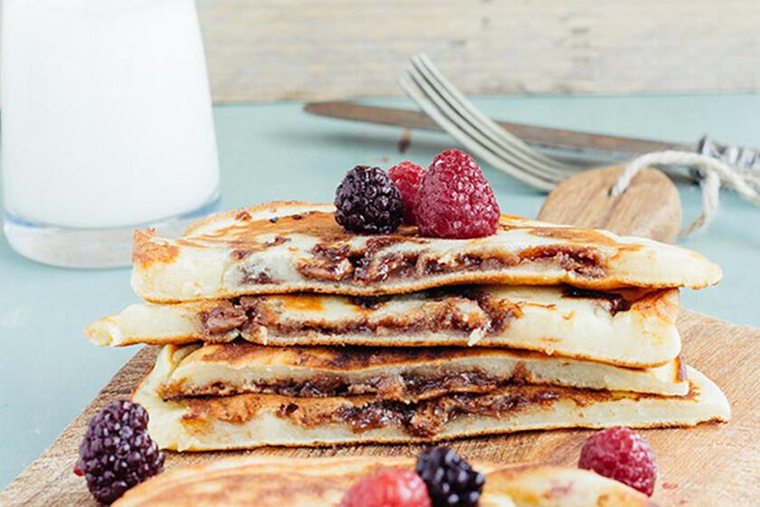 Hot cakes rellenos de chocolate. Receta fácil para el desayuno