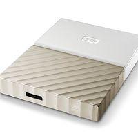 Hoy en Amazon, tienes el disco duro portable WD My Passport Ultra de 3 TB, metálico y en color oro y blanco, por 40 euros menos