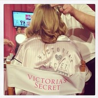 Belleza y celebrities: Los secretos del backstage del desfile de Victoria's Secret