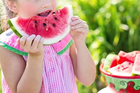 Las frutas en la alimentación infantil: sandía, melocotón, cerezas, fresas y otras frutas de verano