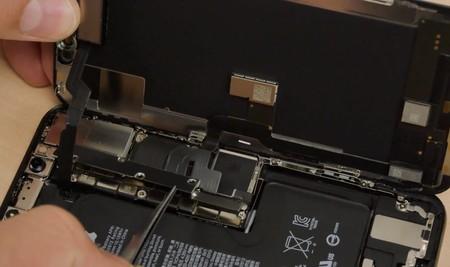 Tenemos el primer despiece del iPhone XS en vídeo: mejor aislamiento y una batería completamente nueva