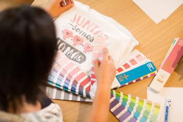 Las camisetas más molonas de Swarovski y Mr Wonderful contra el cáncer de mama