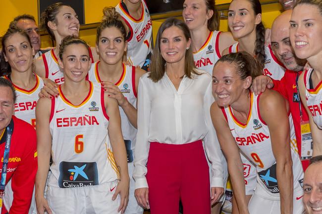 Doña Letizia luce su look más español en Tenerife