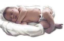 Los bebés pequeños al nacer son más propensos al sobrepeso en la infancia